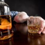 Признаки алкогольного отравления: как оказать первую помощь