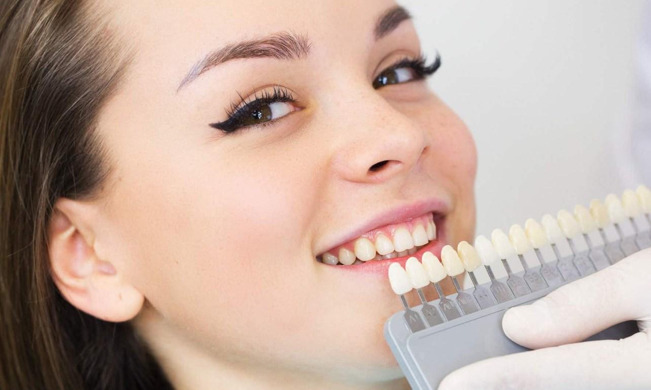 Как отбелить серые зубы