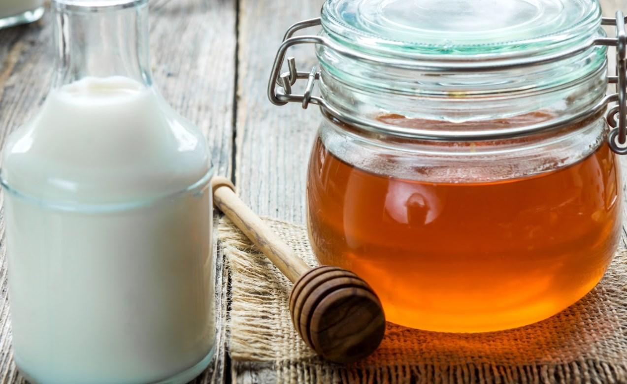 Мед с молоком от кашля