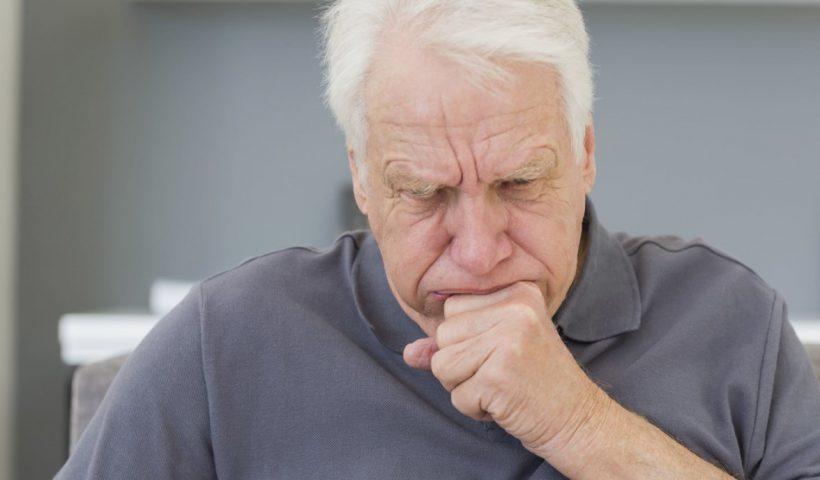Кашель у пожилого человека