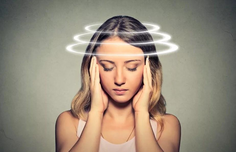 Болит голова у девушки