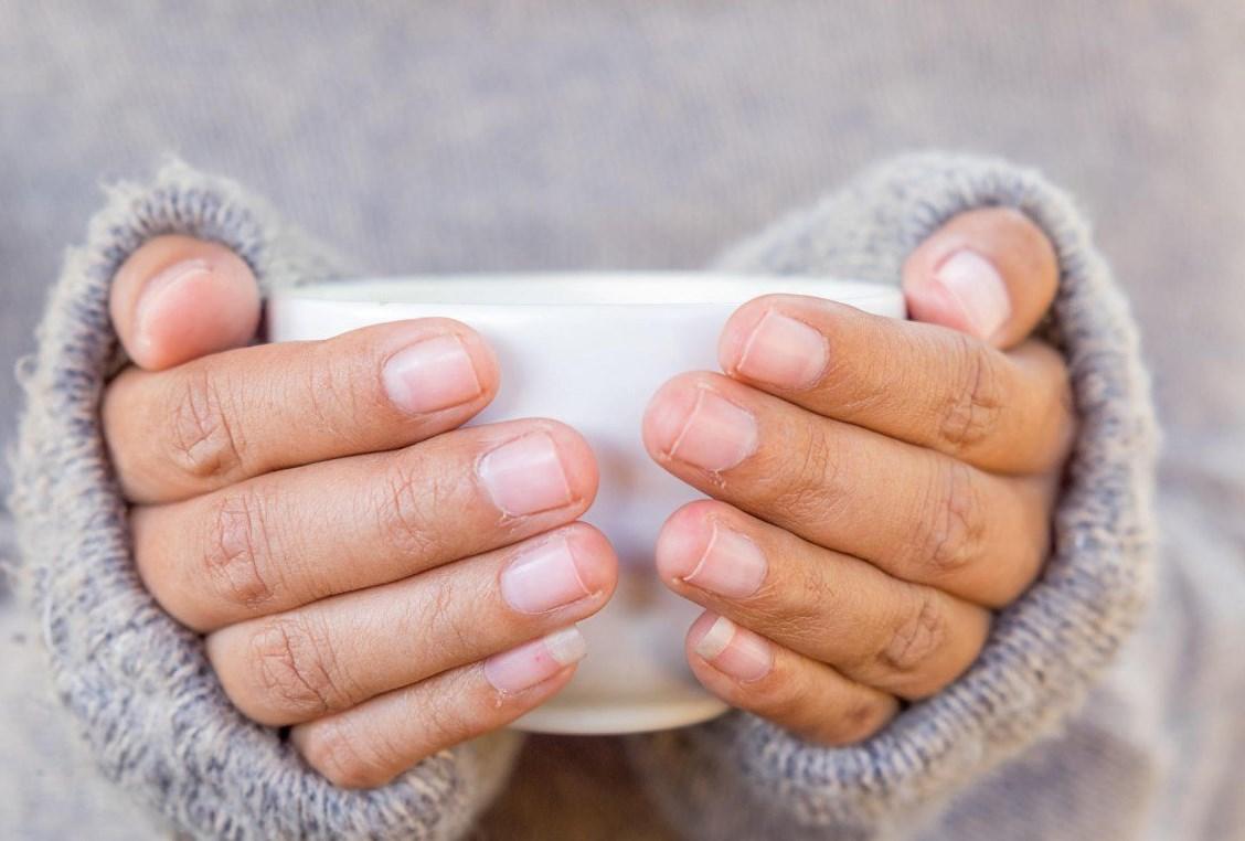 Греть холодные руки