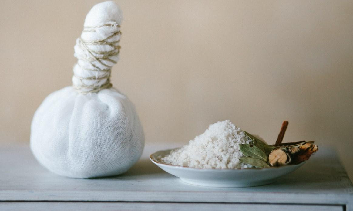 Нагретая соль при вывихе
