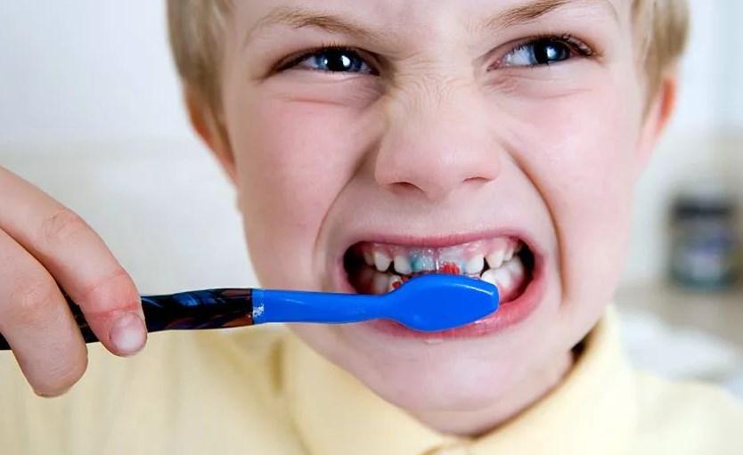 Правильно чистить зубы
