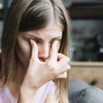 Что делать, если дергается глаз – причины и лечение