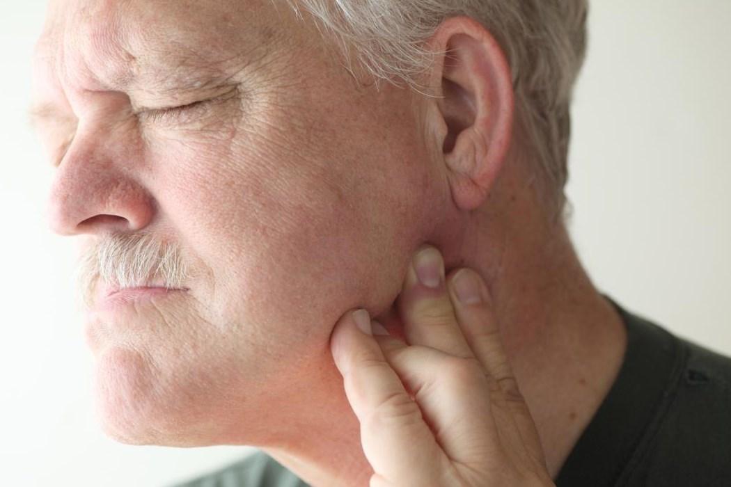 Болит челюсть периостит