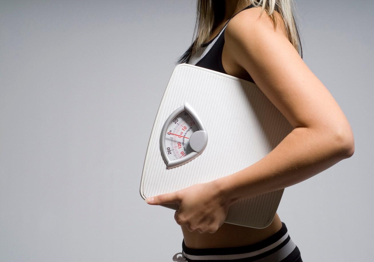 Напольные весы похудела