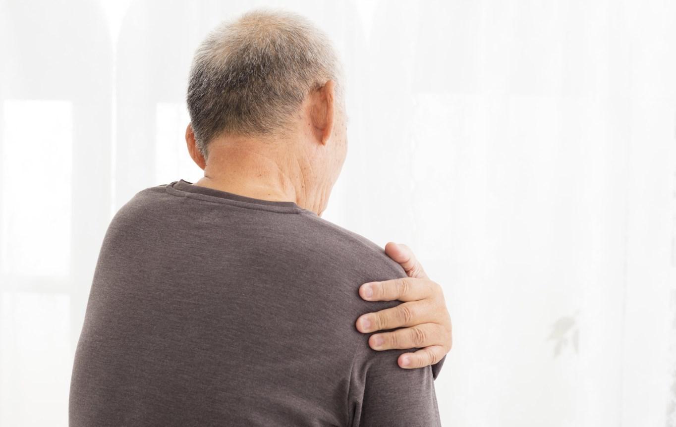 Болит плечо