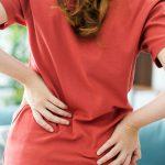 Причины сильной боли внизу спины