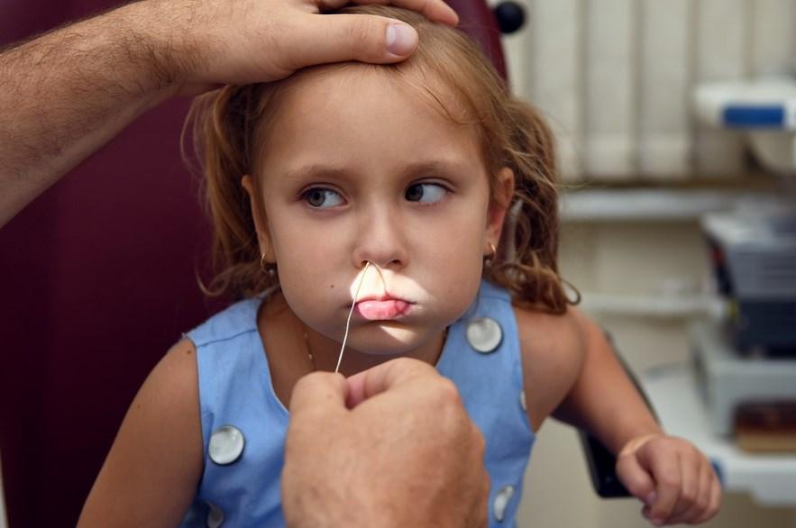 Корки в носу у ребенка