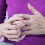 Причины болей в суставах рук – как лечить