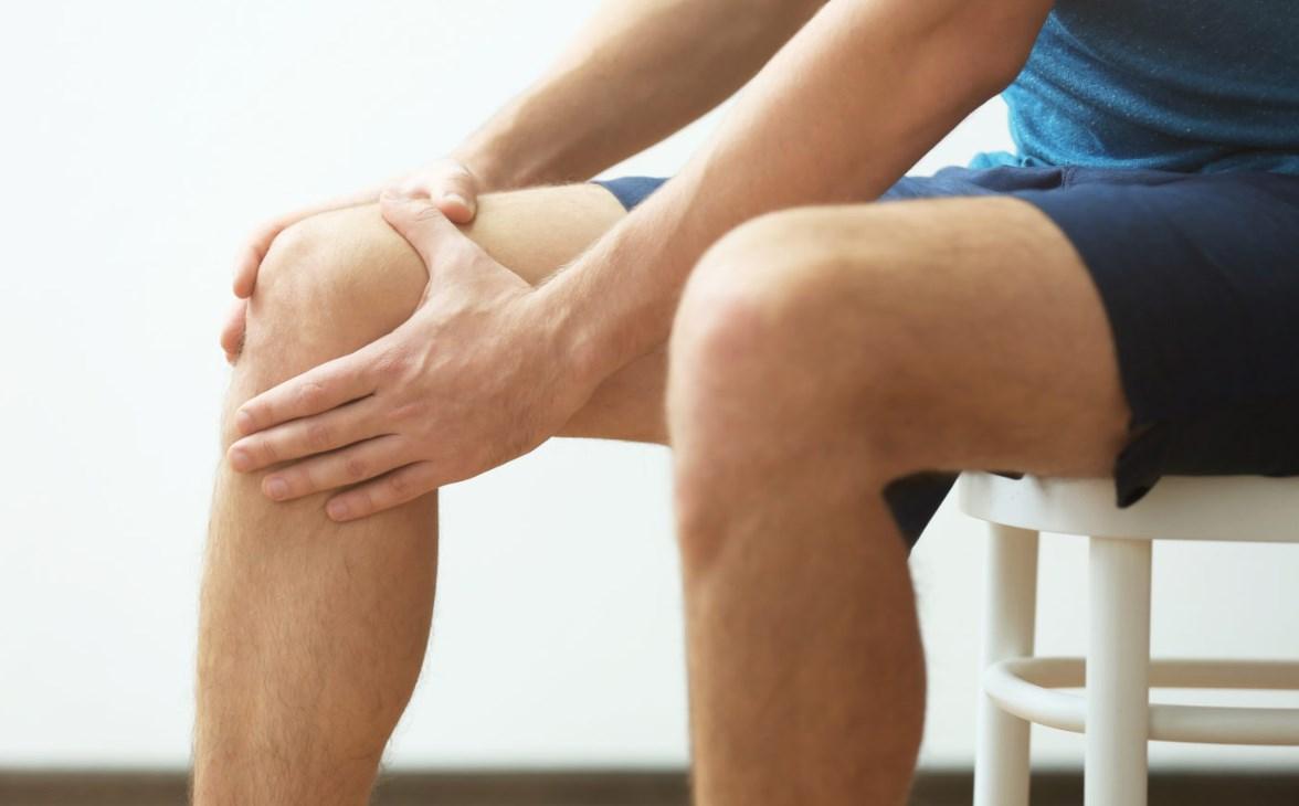 Болит нога колено
