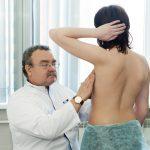 Болезненность груди: частые причины и симптомы